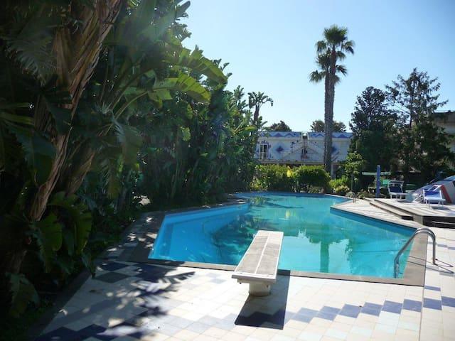 Villa Luisa, sul mare fra l'Etna e Taormina.