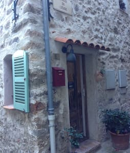 Duplex dans maison de village - Auribeau-sur-Siagne