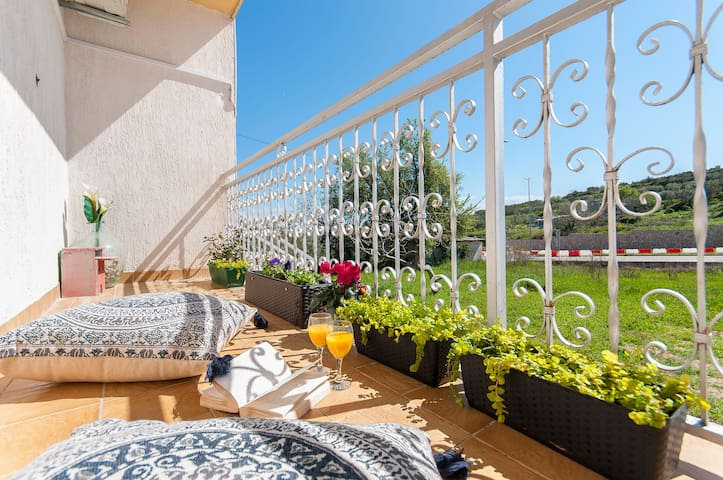 2BD Vacation Home - FREE PARKING, TERRACE & BBQ