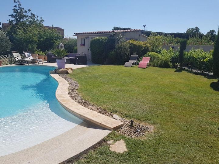 BEAU STUDIO  climatisé avec SPA et piscine