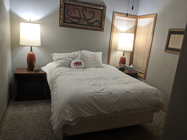 30 mi. from Lambeau.Private Room 2 in wooded oasis