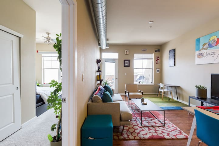 Stylish Condo W/ Balcony In Heart Of Popular LoHi