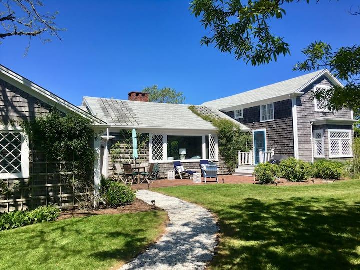 Nantucket Cottage Nestled in the Heart of Sconset!