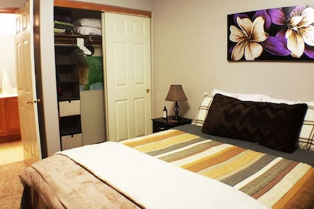 Serenity Suite~ Private bed & bath SW of Portland! - Tigard - Σπίτι
