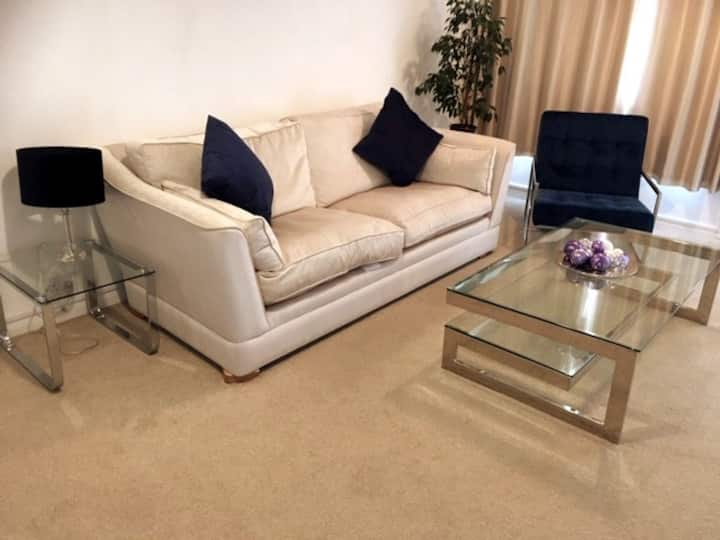 Stylish 2 bedroom house - long stays welcome