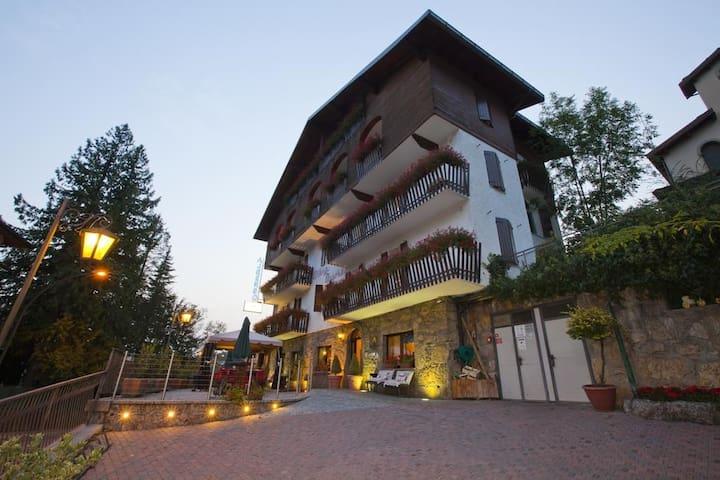 AA01 Intimate Double Room in hotel Presolana