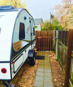 Cozy RPod in Friendly Street Area - Eugene - Camper/RV