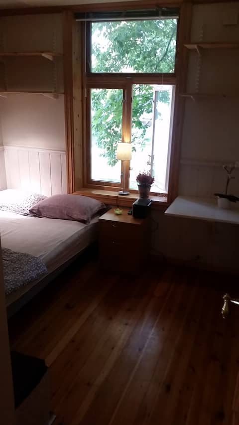 Main bedroom with 1.20 size bed, big closet, a small desk, internet radio