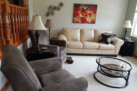 Cozy lakefront home an hour from Disney World