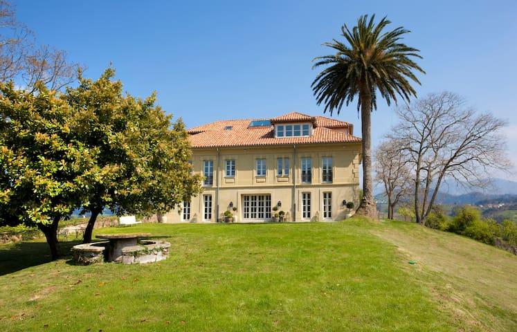 Exclusive Palace in Asturias-Palacio de Miravalles - Villaviciosa