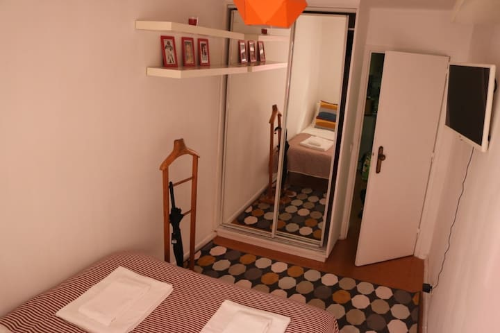 Small apartment in typical Lisbon area