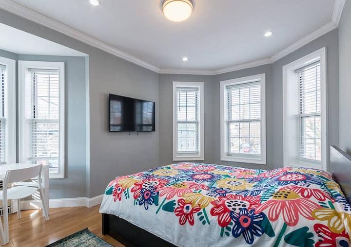 Cozy 2 Bedroom Spacious Apartment near Manhattan