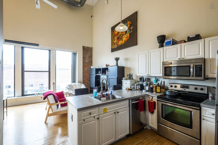 Resplendent Downtown 1200sqft Loft