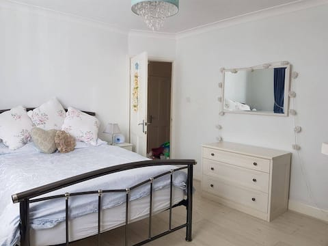 Beautiful double bedroom close to London