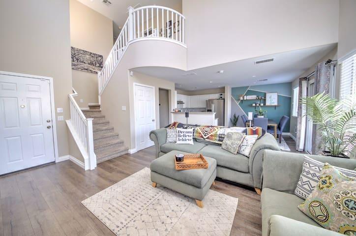 Clean & Charming Room in Modern Las Vegas Home.