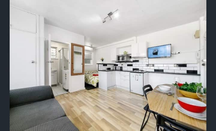 10/4 Park St · Centre of St Kilda West Melbourne Apartments