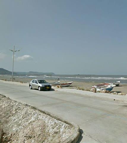 Disfruta de la ciudad de Bquilla cerca a la playa.