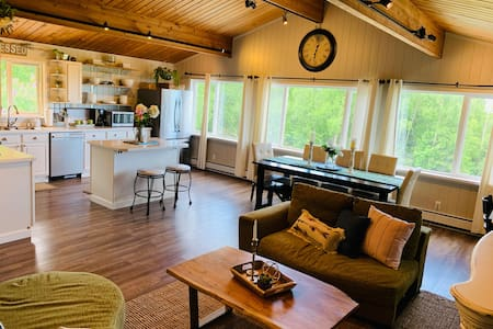 ❤️Farmhouse retreat great for small or large groups