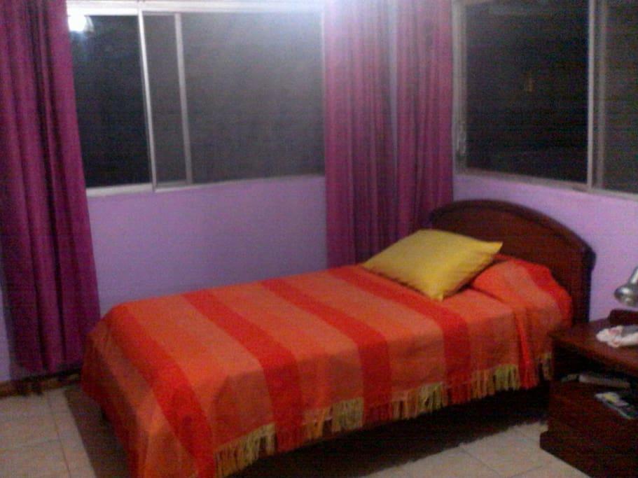cuarto cama queen