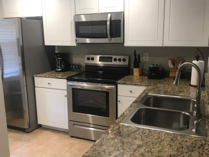 Location!! Walk to Campus!! Newly Remodeled!