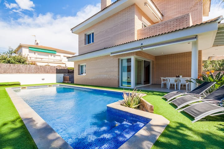 Perfect for a family holiday with private pool - VILLA LA MORA
