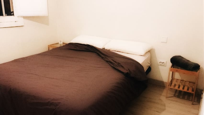 Double bed w WIFI 15 min from downtown - Madrid - Lakás
