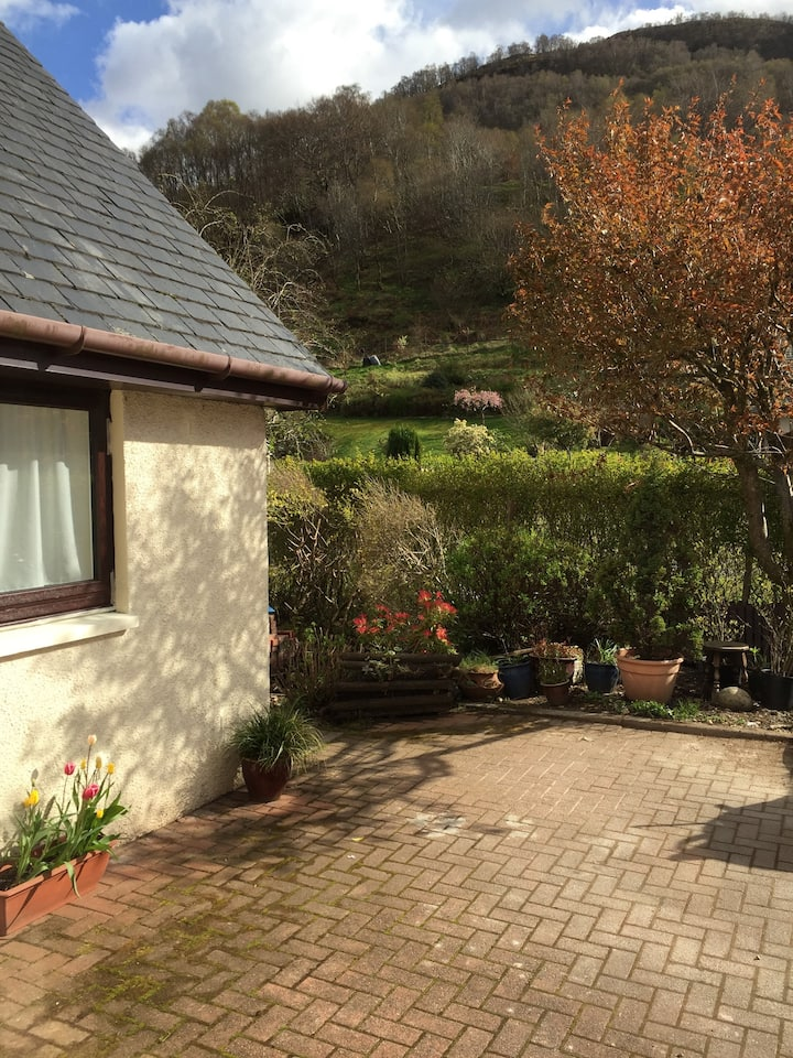 Crannoch Cottage - Central, Quiet, Spacious