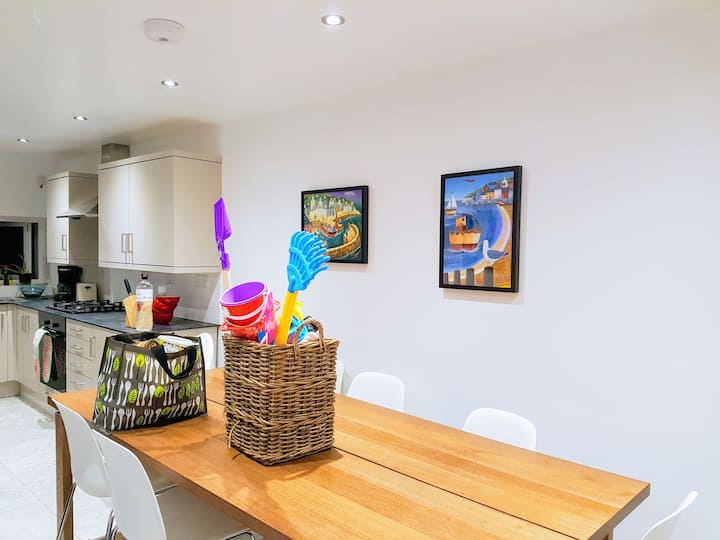 Stylish, Cosy & Spacious Falmouth Town House