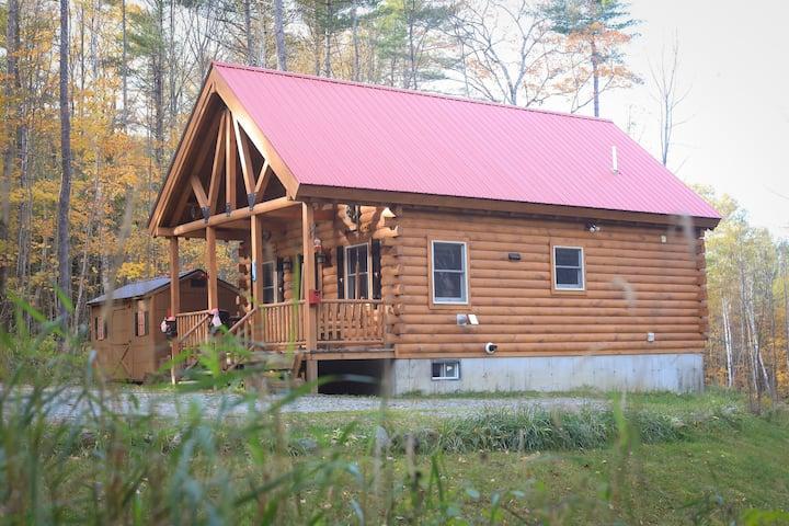 Black Bear's White Mountain Log Cabin w/ Hot Tub!