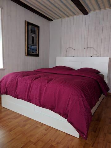 Neues Bett 160 x 200 - Nouveau lit 160 x 200
