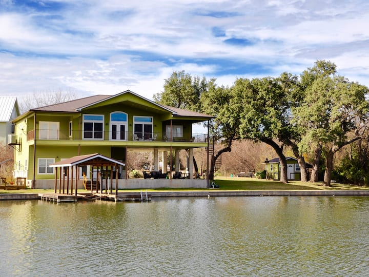 Cove on Lake LBJ, Views from Huge Covered Patios