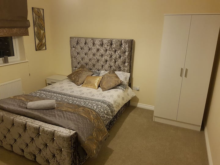 Comfy Private En-Suite, Parking and WIFI