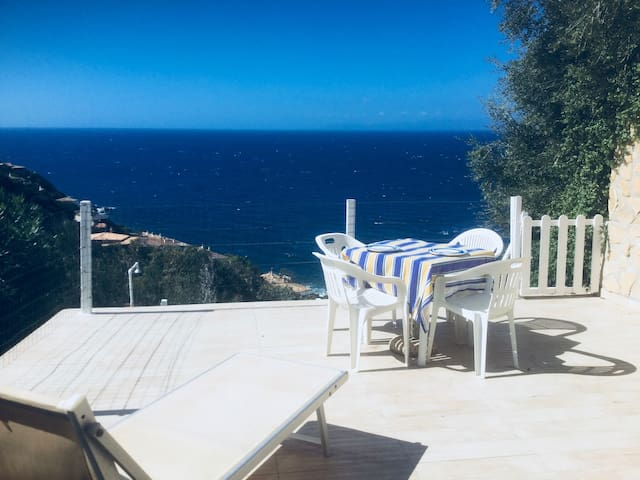 """Cottage """"La terrazza sul mare"""" with Wi-Fi, Air Conditioning, Terrace & Panoramic Sea View"""
