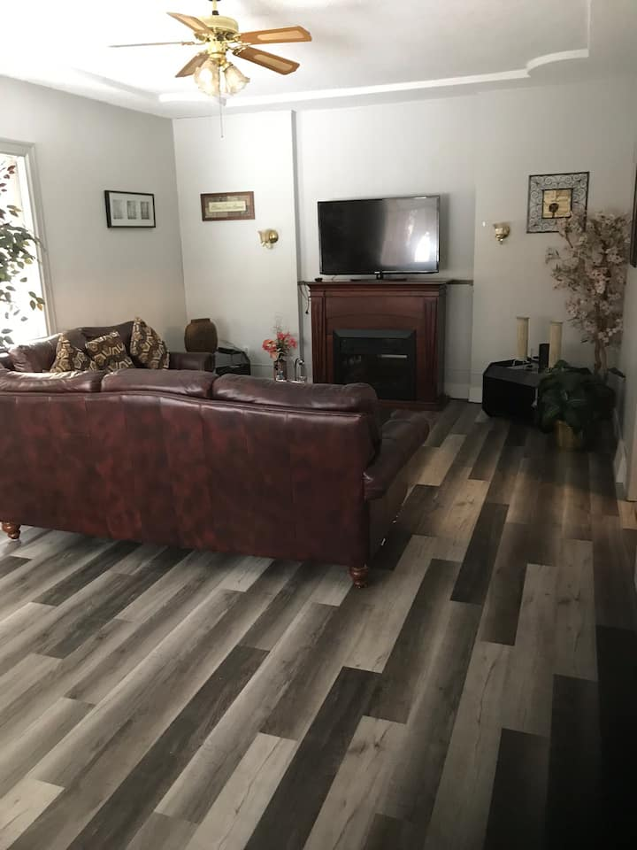 * Spacious  5th Street Gem  with 2 King beds