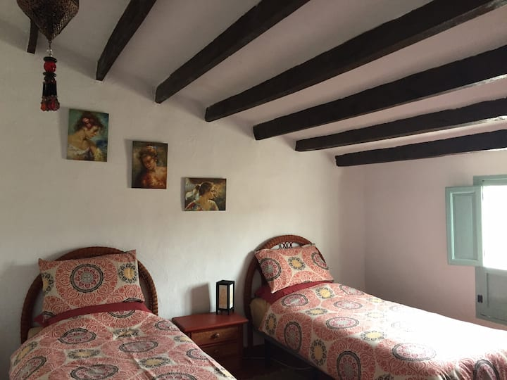 Twin Room in Cortigo, Spanish Hills