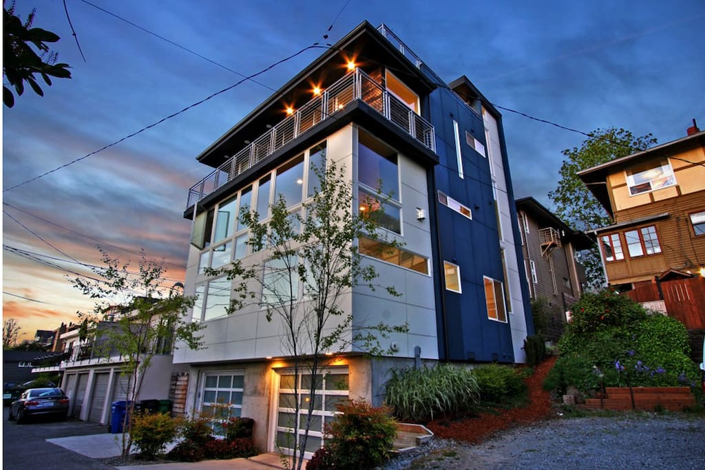 3 bedroom modern designer home w lake views townhouses for rent in seattle washington for 5 bedroom house for rent in seatac