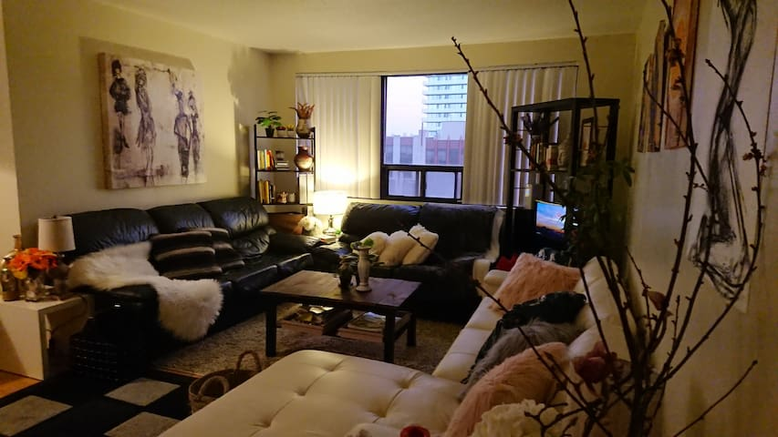 Downtown.Yonge&Bloor.Private Room+WashR. OnSubway.