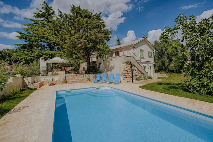 House Vedra - Holiday family cottage