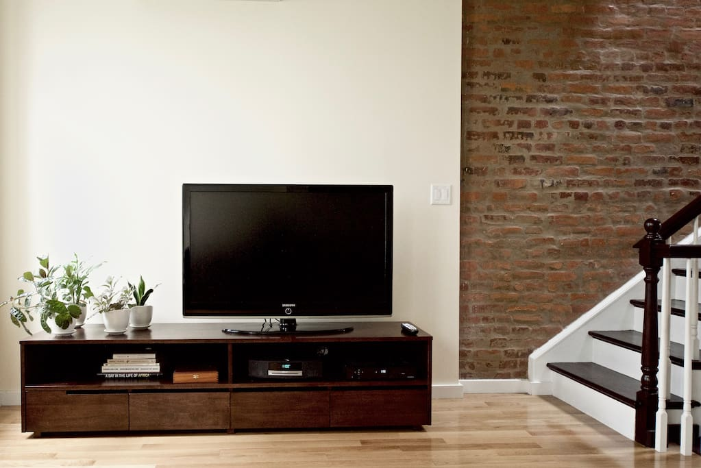 46 inch Samsung flat screen with Verizon Fios, including HBO and Showtime