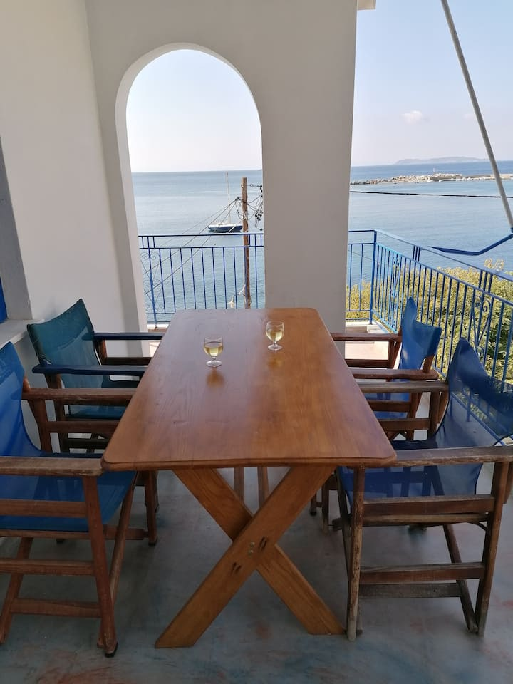 """Philoxenia"" Sea front apartment"