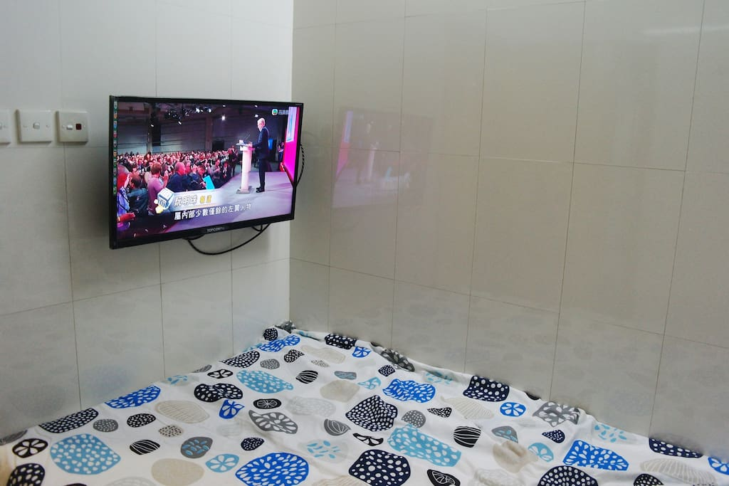 There is one 120cm wide double bed with LED TV
