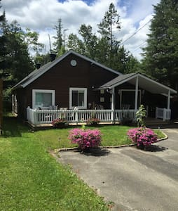 Maison Den with access to lake - Hatley - Hytte