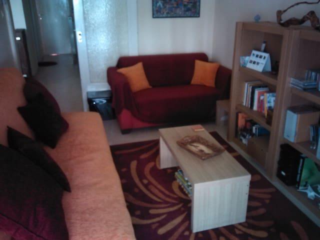 Cozy room near Thessaloniki center. - Thessaloniki - Bed & Breakfast
