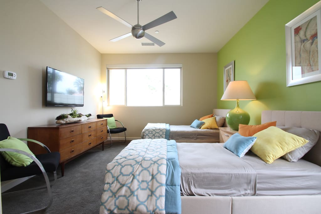 Twin beds, vintage furniture, ceiling fan and your own thermostat