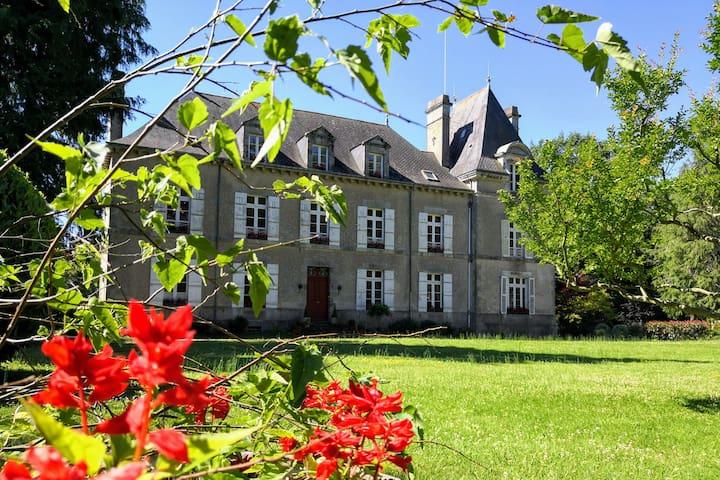 Sud Bretagne, près Guérande : chambre au château-A