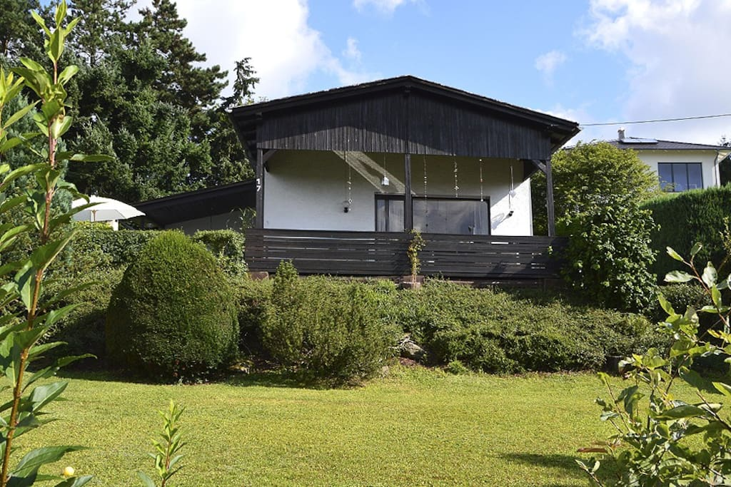 Zu diesem Ferienhaus gehören knapp 900 Quadratmeter Garten.