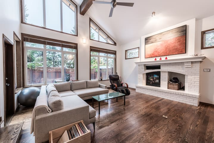 Whistler Luxury 4 bedroom home close to ski lifts