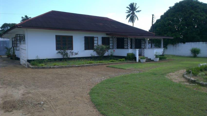 4 Bed Bungalow in Tanga Raskazone - Tanga - 一軒家
