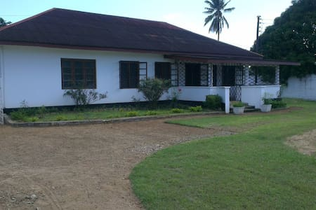 4 Bed Bungalow in Tanga Raskazone - Tanga