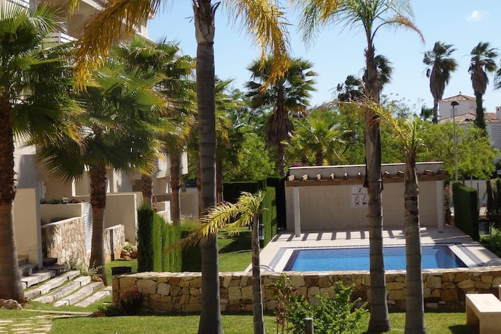 Apartment in a beautiful enclosed urbanization with lovely terraces and swimming pool